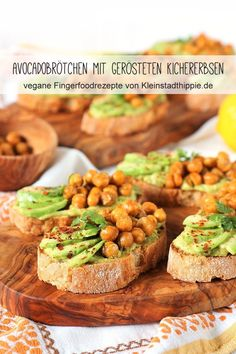 Avocadobrötchen mit gerösteten Kichererbsen AVOCADOBRÖTCHEN WITH ROASTED SAUCES from the Airfryer: wonderful finger food, ideal for brunch, suitable as antipasti / mezze / tapas and also convince as a side dish for late summer barbecues. Vegan Appetizers, Finger Food Appetizers, Great Appetizers, Vegan Snacks, Appetizer Recipes, Avocado Dessert, Sour Cream Pasta, Avocado Toast, Vegan Finger Foods