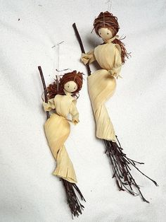 Find this Pin and more on Crafting - Corn Husk Dolls.Kitchen Witch Corn Husk Doll with BroomstickLove these corn shuck witches!Image gallery – Page 424393964882136260 – Artofitwoman shaman and bear clip art Nature Crafts, Fall Crafts, Halloween Crafts, Halloween Decorations, Arts And Crafts, Corn Husk Crafts, Lavender Crafts, Lavender Wands, Corn Dolly