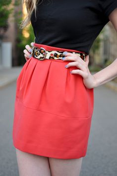 Pretty skirt & color/pattern combo, not a fan of the belt though, and again, would need to be skinnier
