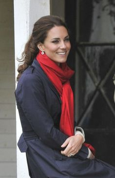 navy coat, red scarf...pretty.