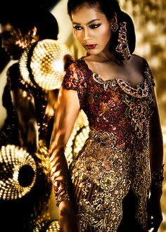 When Feminist Fashion Goes Couture: Anne Avantie, Indonesian Designer Indonesian Kebaya, Indonesian Women, Batik Kebaya, Kebaya Dress, Kebaya Lace, Kebaya Hijab, Modern Kebaya, Indonesia Fashion Week, Ao Dai