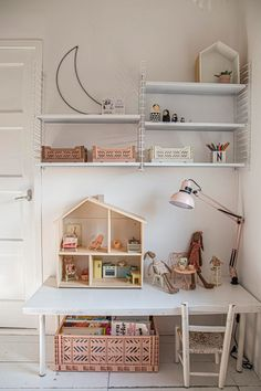 A play corner for children developed around a table at their height and playful shelves to tidy up at the end of the day Baby Bedroom, Girls Bedroom, Diy Bedroom Decor, Home Decor, Little Girls Playroom, Kids Play Spaces, Kids Corner, Play Corner, Kids Decor