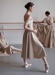 ドレスはパーティーのためにあらず。なんでもない日も、気分よく過ごすためのもの。 スタイリスト・吉田佳世さんが、新進デザイナーのドレスの魅力を語る