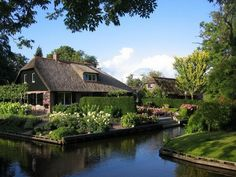 Giethoorn. Netherlands. This place has got tobeone ofthe most incredible places inthe world.