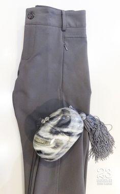 Pantalón pitillo (en varios colores) y bolso clutch en 23CB en #23CB en Lagasca 83. www.facebook.com/23CBCristinaBarrilero