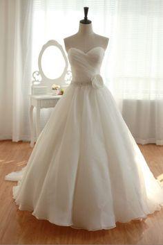 Vintage Organza Wedding Dress Bridal Gown Strapless by wonderxue, $272.00