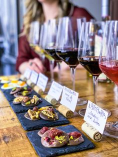 Wine And Cheese Party, Wine Tasting Party, Wine Cheese, Wine Tasting Events, Cheese Food, Cheese Plates, Wein Parties, Sweet White Wine, Chocolate Party