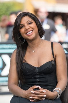 "Toni Braxton is sitting pretty as she visits ""Extra"" in Universal City, California. Foreign Celebrities, Black Celebrities, Celebs, Toni Braxton, Beautiful Gorgeous, Beautiful Black Women, Celebrity Babies, Celebrity Photos, Universal City California"