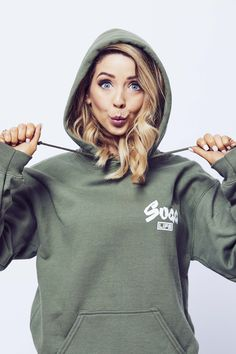 Women's Sugg Life hoodie in either this colour or that orangey yellow that zoe wore in the 'We Can Finally Tell You' daily vlog British Youtubers, Famous Youtubers, Zoella Style, Youtuber Merch, Sugg Life, Zoella Hair, Zoe Sugg, Fair Skin, Celebs