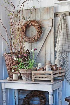 VIBEKE DESIGN, rustic vignette. Crate, wreath, old door...