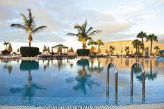 SENTIDO H10 Playa Esmeralda  Fuerteventurá a Kanári-szigetek egyik csodálatos szigeté, ahol az év több mint 300 napja napsütéses.  #nyár 2014 #spanyolország #Fuerteventurá #Kanári-szigetek Costa, Tenerife, Outdoor Decor, Teneriffe