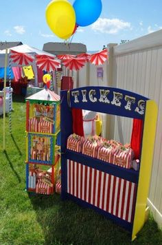 Fiesta circo A home-made ticket booth for a circus party! Circus Carnival Party, Circus Theme Party, Carnival Birthday Parties, Circus Birthday, Birthday Party Themes, Kids Carnival, Circus Circus, Birthday Ideas, Carnival Games