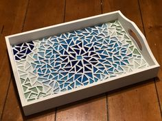Artículos similares a Mosaic tray en Etsy Mosaic Tray, Mosaic Tile Art, Mosaic Artwork, Mosaic Art Projects, Mosaic Crafts, Bargello Patterns, Mosaic Patterns, Glass Painting Patterns, Crystal Embroidery