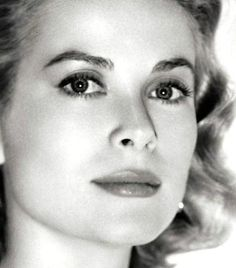 The Gorgeous Grace Kelly of Philadelphia, Hollywood and Princess of Monaco Moda Grace Kelly, Grace Kelly Style, Grace Kelly Fashion, Timeless Beauty, Classic Beauty, Classic Fashion, Old Hollywood Glamour, Classic Hollywood, Royals