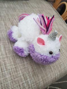 Pom Pom Crafts, Yarn Crafts, Diy And Crafts, Crafts For Kids, Arts And Crafts, Yarn Animals, Pom Pom Animals, Unicorn Crafts, Bunny Crafts