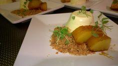 panna cotta met passievrucht, honing gekarameliseerde ananas en crumble van amandel.
