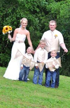 Blended family wedding pictures! Family. Love this so much! Sunflowers, country, rustic, burlap.
