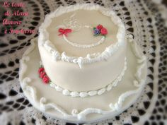 Torta decorata per la festa della mamma… sperimentando la ghiaccia reale