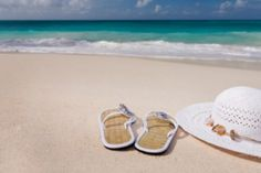 Packing list before traveling to Vietnam - Flip-flops and wide brim summer hats are indispensable in Vietnam during summer. tips Wedding Events, Wedding Day, Wedding Tips, Wedding Order Of Service, Vietnam Holidays, Next Holiday, Vietnam Travel, Summer Hats, White Wedding Dresses