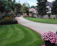 Brick edged bound gravel driveway with entrance gates Stone Driveway, Gravel Driveway, Driveway Design, Driveway Ideas, Driveway Entrance, Entrance Gates, Sidewalk Landscaping, Backyard Landscaping, Landscaping Ideas