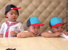 My new favorit boys! Why they're so cute Cute Kids, Cute Babies, Baby Kids, Song Il Gook, Superman Kids, Song Daehan, Song Triplets, Baby Pictures, Kids Toys