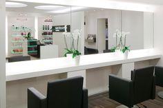 Home Hair Salons, Hair Salon Interior, Salon Interior Design, Home Salon, Beauty Room Decor, Beauty Salon Decor, Hair And Beauty Salon, Beauty Salon Design, Barber Shop Decor