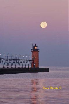Adoro la luna en el dia  Gallery of Karen Murphy Photos, Lighthouses - South Haven, Michigan
