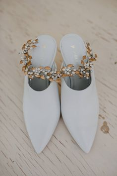 Customize bridal shoes that fit your personal style. Photo by Mitch Pohl Photography. #shoesofprey