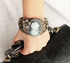 Fashion Hollow Out  Queen Bracelet,Rinestone Flower Bracelet for Girl #B160