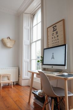 Limited workspace Office Decor, Home Office, Office Ideas, Small Living, Living Spaces, Small Spaces, Small Desks, Micro Apartment, Ikea Desk