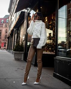 What's On My Christmas Wish List Brown Pants Outfit, Leggings Outfit Winter, Leather Leggings Outfit, Brown Leggings, Faux Leather Leggings, Outfits With Leather Pants, Winter Outfits, Casual Outfits, Holiday Outfits