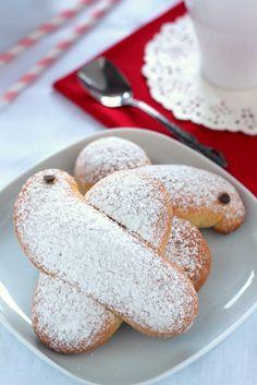 Piccole colombe pasquali alle mandorle, un'idea per la colazione nei giorni di festa, a misura di bambino e di adulto,perfette per rendere allegra la tavola