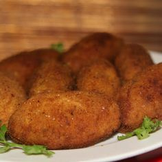 A easy and fun snack to make for parties or iftar time. They are so delicious and tasty that kid's just love them. Also great for lunch box. Do try this Anday kay Kabab Recipe by Shireen Anwar, you'll like it. Kebab Recipes, Chef Recipes, Egg Recipes, Indian Food Recipes, Cooking Recipes, Ethnic Recipes, Snacks To Make, Tea Time Snacks, Kitchens
