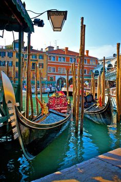 Gondola Stand, Venice, Italy - this photo looks like a painting. Just beautiful!