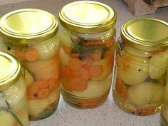 Alma papriky v znojemskom náleve Pickling Cucumbers, Tomato Vegetable, Preserves, Pickles, Mason Jars, Food And Drink, Homemade, Canning, Vegetables