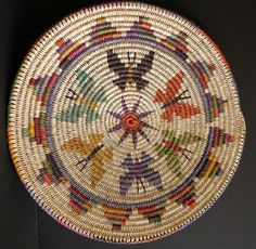 Contemporary and historic Native American Baskets Indian Baskets by Mary H. Native American Baskets, Native American Beading, Tapestry Crochet, Crochet Motif, Crochet Stitches Patterns, Beading Patterns, Pallet Wood Christmas Tree, Mochila Crochet, Indian Baskets