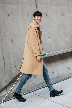 Street style: Lee Cheol Woo at Seoul Fashion Week Spring 2016 by Park Ji Min