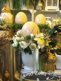 "Blog Kwiaciarni ""Pod Żółtą Różą"" » Wielkanoc Easter Table, Easter Eggs, Diy Ostern, Easter Treats, Egg Decorating, Happy Easter, Flower Arrangements, Diy And Crafts, Shabby"