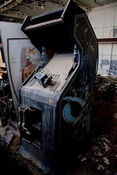 Deserted Places: Photos of abandoned arcades in Arizona