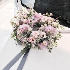 . Lesson Order Katalk ID vaness52 E-mail vanessflower@naver.com . #vanessflower #vaness #flower #florist #flowershop #handtied #flowergram #flowerlesson #flowerclass #바네스 #플라워 #바네스플라워 #플라워카페 #플로리스트 #꽃다발 #부케 #원데이클래스 #플로리스트학원 #화훼장식기능사 #플라워레슨 #플라워아카데미 #꽃수업 #꽃스타그램 #부케 #花 #花艺师 #花卉研究者 #花店 #花艺 . . #웨딩카 #weddingcar . . 핑크로 러블리하게 💕