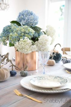 Beautiful Velvet For An Elegant Fall Table Tablescape with tablesettings mixing vintage and modern style. #velvetpumpkins #frenchcountry
