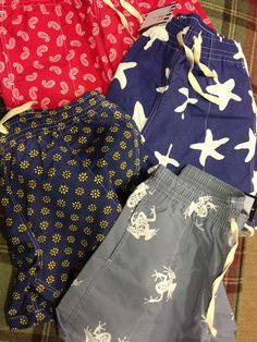 ¡Os recomiendo también los bañadores! Printed Shorts, Patterned Shorts, Surf Wear, Mens Boardshorts, Boys Pants, Girls Pajamas, Swim Trunks, Briefs, Boxer