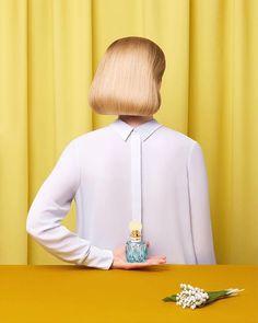 #ImagesWe❤️ : #Repost @aleksandrakingo 🌕  A little nod to René Magritte #MiuMiu 💛#miumiuparfum