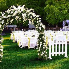 Kır düğünü fikirleri kolleksiyonu #bridetobe #gelin #gelinlikmodelleri #gelintopuzu #gelinlik #kırdüğünü #yazdüğünü #evlilik http://gelinshop.com/ipost/1527861093035602561/?code=BU0DZG0hvKB