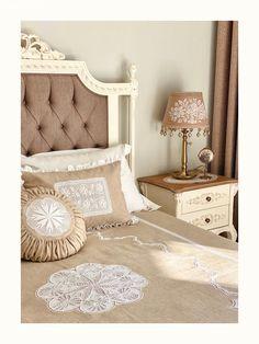 Ev Gezmesi: Antikacıdan Hallice Bir Trabzon Evi | Ev Gezmesi Bed, Crochet, Furniture, Home Decor, Luxury Bed Sheets, Decoration Home, Stream Bed, Room Decor, Ganchillo