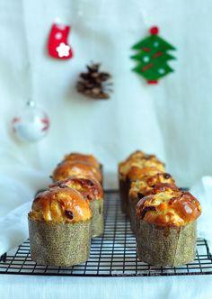 Panettone recipe for a merry christmas! Mini Christmas Cakes, Christmas Cake Decorations, Christmas Brunch, Christmas Desserts, Christmas Treats, Christmas Christmas, Christmas Hamper, Pastry Recipes, Dessert Recipes
