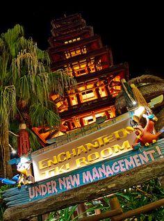 The Enchanted Tiki Room in Adventureland at the Magic Kingdom via Flickr | Pinned by Mouse Fan Travel | #disney #wdw #disneyworld #magickingdom #parks #adventureland #tikiroom #attraction #ride #photography #florida #orlando #vacation #travel