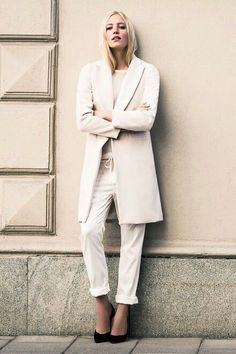 Effortlessly chic in a tailored jacket + white denim
