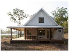 Farmhouse Front Porches, Modern Farmhouse Exterior, Farmhouse Design, Farmhouse Style, Texas Farmhouse, Farmhouse Windows, Small Farmhouse Plans, Farmhouse Trim, Cottage Design