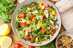 Wenn Euch das nächste Mal eine Dose weiße Bohnen über den Weg läuft, könnt Ihr damit diesen leckeren Bohnensalat mediterrane Art machen. Ein einfacher, gesunder und natürlich frischer Salat mit wen…